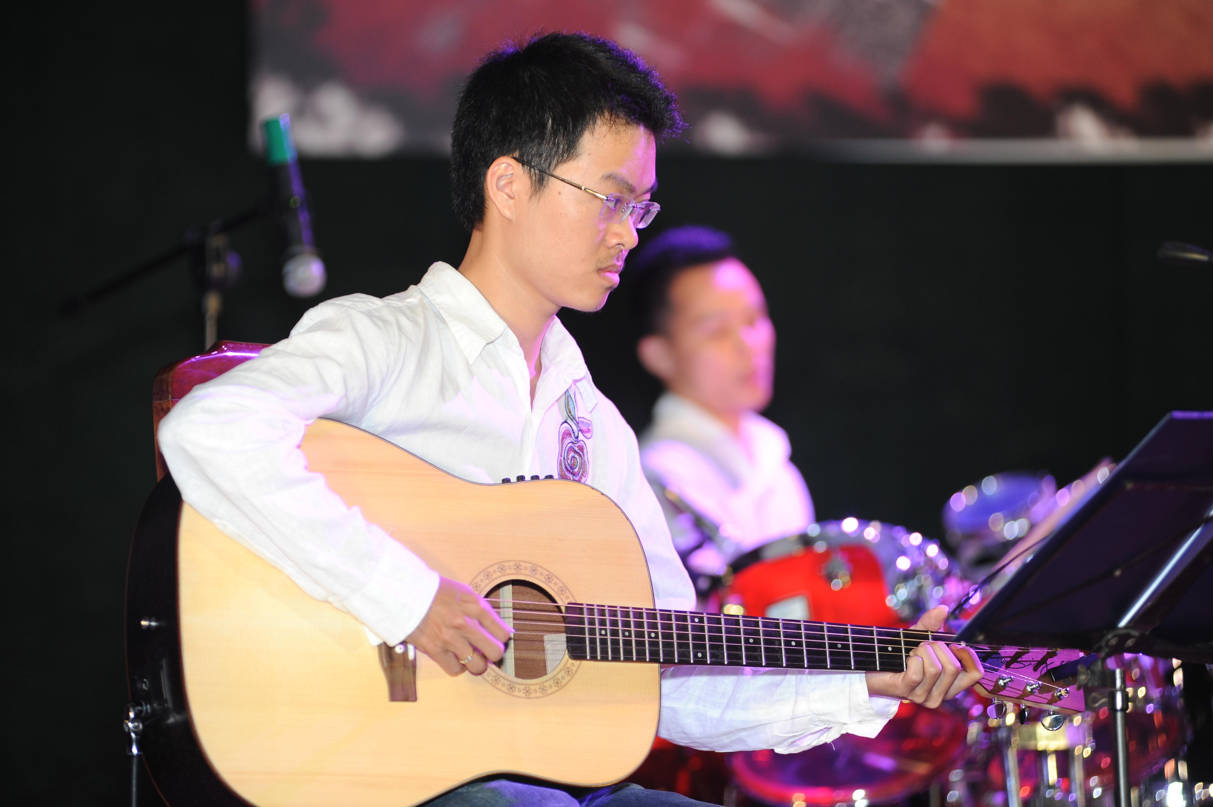 Lớp Guitar đệm hát cơ bản tại quận Long Biên